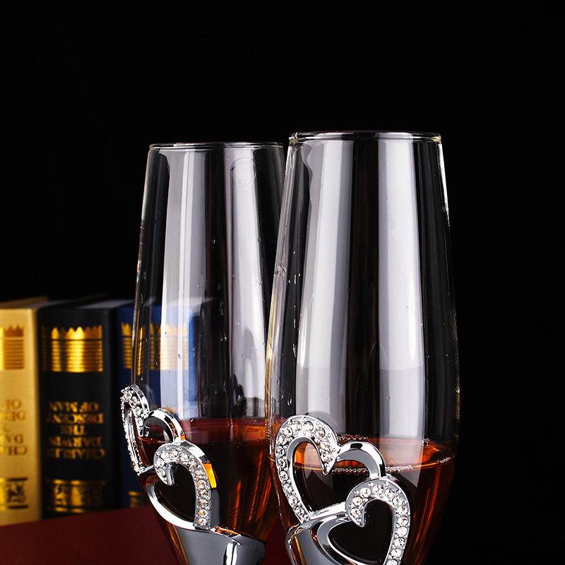 A Pair Of Crystal Champagne Gles For Wine Whiskey Beer Drink