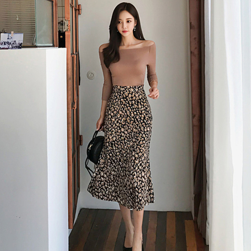High Quality New Autumn Two Piece Sets Slash Neck Knitted Body-con Shirt With Leopard Print A-line Mid-calf Skirts Sets Suit