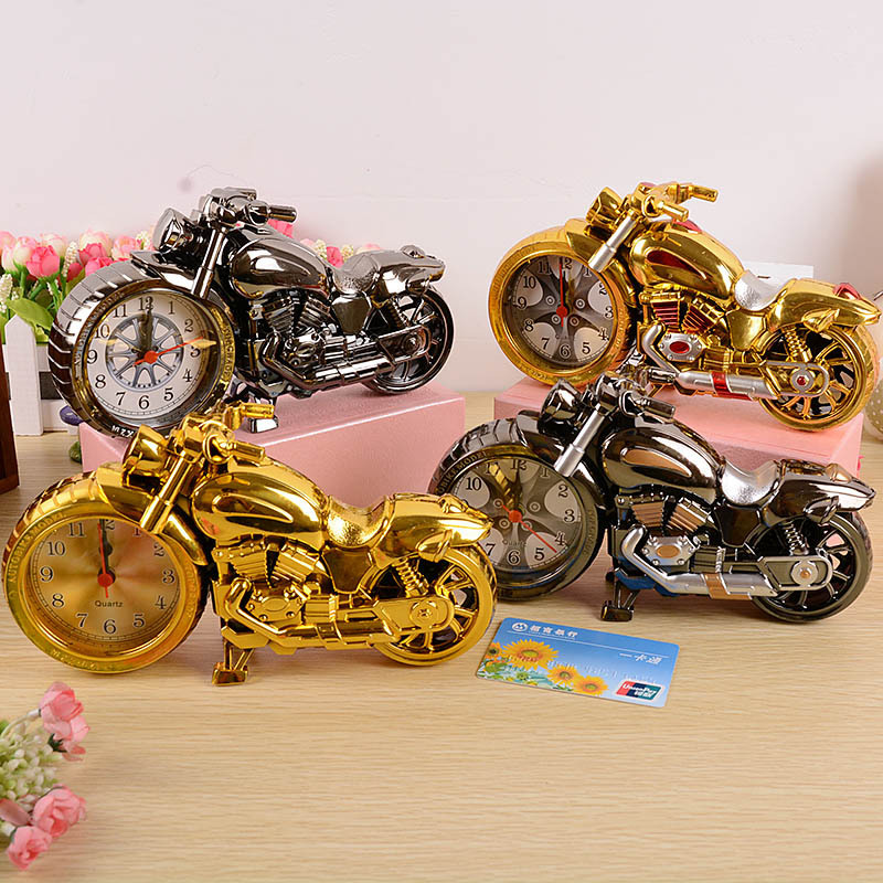 classic vintage style retro motorcycle design gold silver alarm clock desk desktop table clock. Black Bedroom Furniture Sets. Home Design Ideas