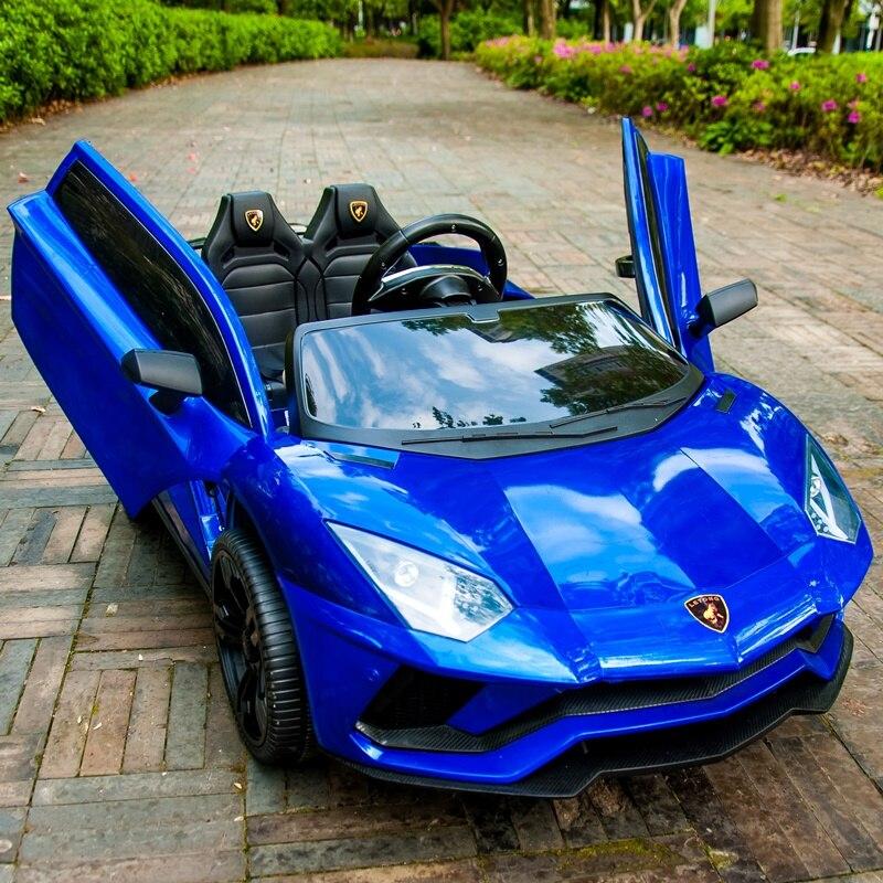 Auto elettrica per bambini a quattro ruote auto doppio con telecomando giocattoli di telecomando auto per bambini 1-3 4-5 anni di età può ospitare due persone.