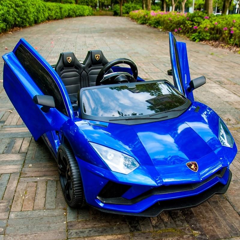 Enfants de voiture électrique quatre roues double voiture avec télécommande bébé voiture 1-3 jouets 4-5 ans peut accueillir deux personnes.