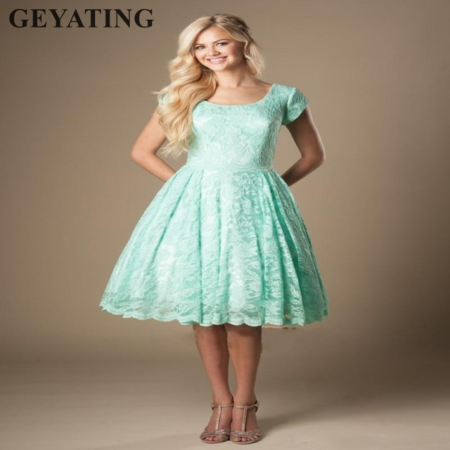 Vintage Lace Knee Length Mint Green Short Bridesmaid Dresses With