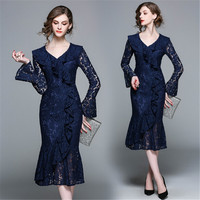 The latest spring 2018 British Princess wind ladies fashion V collar horn long sleeved lace fishtail dress all match slim