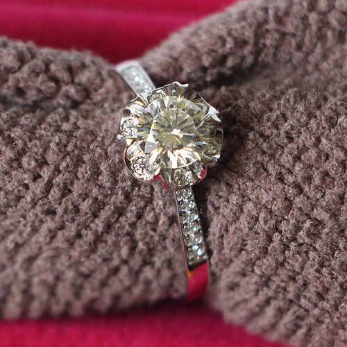 Sólido 925 anel de prata muito 0.5ct diamantes sintéticos anel de noivado para sua cor de ouro branco jóias