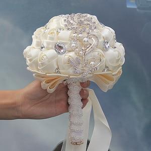 Image 2 - WIFELAI A Artificiale Bouquet da Sposa Fatto a Mano Del Fiore Del Rhinestone Della Damigella Donore di Cristallo da Sposa da Sposa Bouquet De Mariage W228