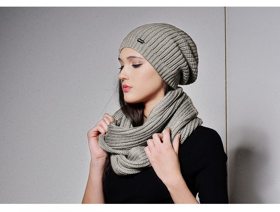 Bonnet et écharpe tricotés en laine
