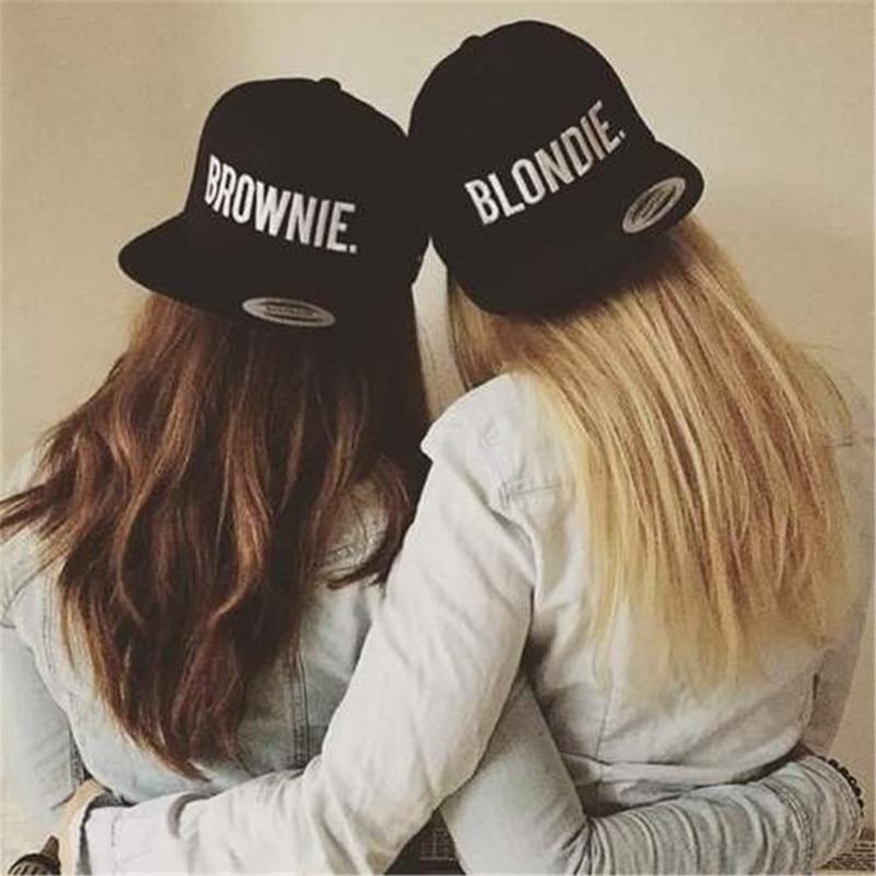 Prix pour BLONDIE BROWNIE Broderie Lovers Snapback Chapeaux Acrylique Femmes Cadeaux Casquettes de Baseball Hip-Hop Chapeaux de Soleil Réglable Gorras 2 pièces