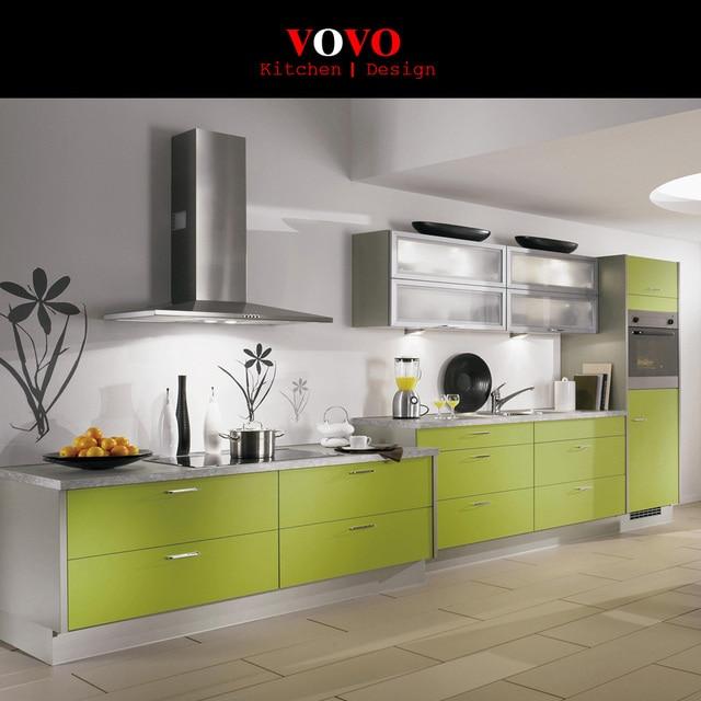 Moderno pequeño en forma de I diseño de cocina color verde fresco en ...