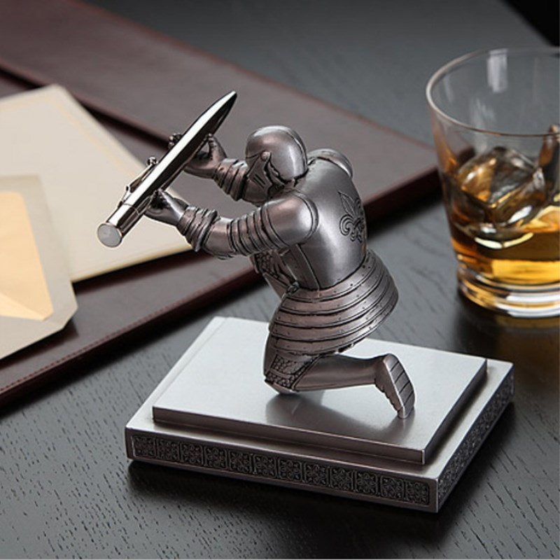 Home Decoration Desktop Pendant Figurine Executive Soldier Knight Pen Stand Holder Support pen Seat Desk Armor