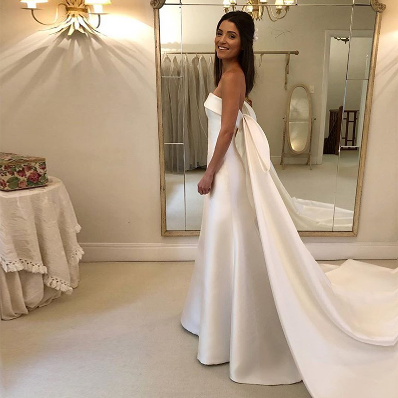 Simple A line Wedding Dresses Strapless Chapel Train Satin Bridal Gowns Backless Vestido De Noiva Charming