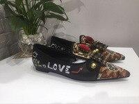 2018 женские кожаные туфли с острым носком, украшенные кристаллами, с металлическим декором, Grattifi, женские туфли вечерние на плоской подошве,