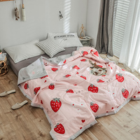 New Strawberry Print Soft Comfortable Quilts Bed Quilt Comforter Washable Quilted Adults Bedding Colorful Duvet Summer Quilt