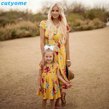 Mother Daughter Bohemian Maxi Dress Family Look Matching Outfits 2018 Short Sleeve Mommy and Me Floral Swimwear Dresses Clothes 1