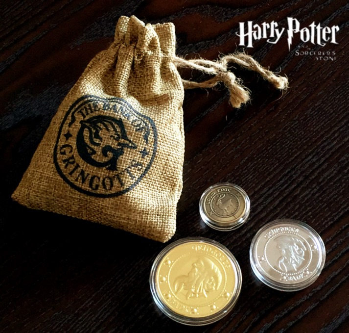 цена на 5 bags/lot MOVIE Harry pottor Gringotts Bank Coin Collection toys Wizarding World, Hogwarts, Noble with cloth bank bag gifts