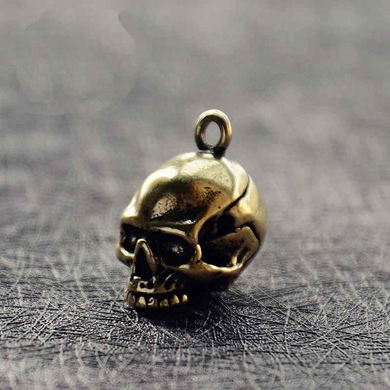 Mini Brass Vintage Skull Portable Key Chain Pendant Decoration Ornament Sculpture Home Office Desk Ornament Funny Hand Toy Gift