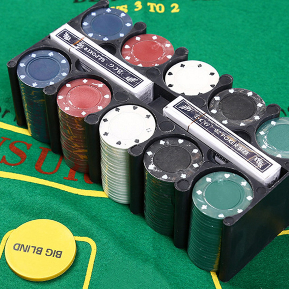 Bargaining Poker chips set 200pcs Poker chips amp Poker table ...