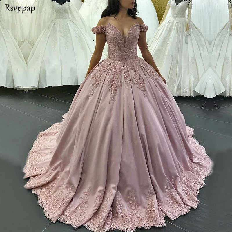 De luxe Longues Robes de Quinceanera 2019 Puffy Robe De Bal Sweetheart Manches Sweet 16 Seize Perlé Rose Robe De Quinceanera
