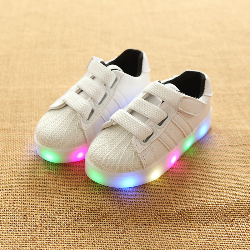 все цены на European new brand baby casual shoes Hook&Loop Lovely infant tennis LED lighted Cool girls boys shoes footwear sports sneakers