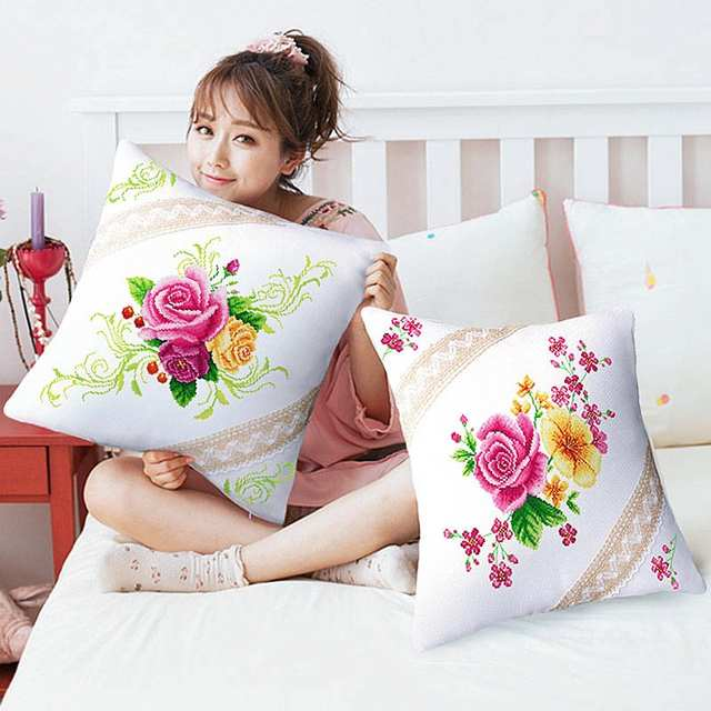 b82d8ec45ab405 R$ 39.17 |SewCrane Kit Kit Ponto Cruz Estampada Floral Capa de Almofada  Jogar Travesseiro, Bonito Flores Rosa Vermelha, 18.1 polegadas-in Caixa  from ...