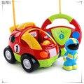 Nuevos auténticos niños del coche de carreras de coches de control remoto de dibujos animados hellokitty doraemon bebé toys música automotriz rc coche de radio control