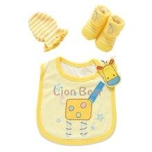 Lion Bear New child child Equipment Present Set 3Pcs/Units Cotton toddler Bibs Socks Mittens Gloves 0-6 months boys ladies for infants