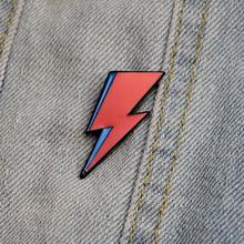 цена на P2406 Bowie inspired Enamel Lapel Pin Aladdin Sane David Bowie Lightning Bolt Badge For Backpacks Rebel Brooch