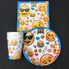 30pcs emoji party 10pcs plate+10pcs cup+10pcs napkin kids birthday party decoration supplies favor items for 10people use 10pcs mn3005