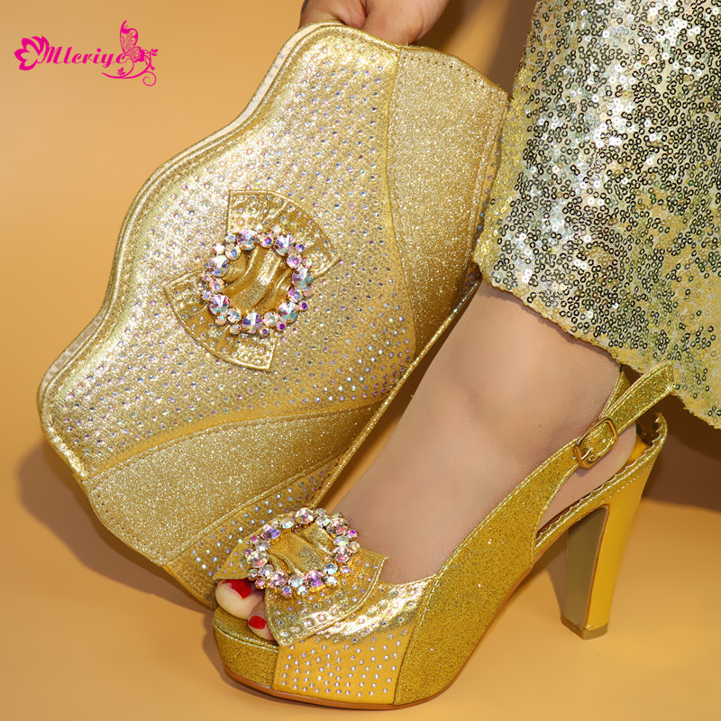 golden Italian Shoes with Matching Bags Ladies Italian Shoes and Bag Set Decorated with Rhinestone Party Shoes and Bag Set цена 2017