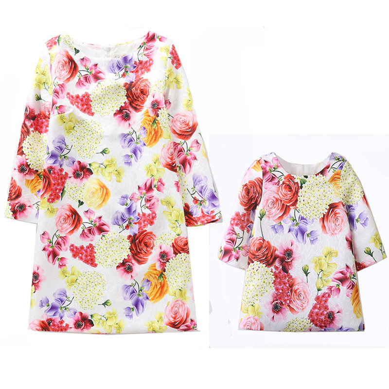 2019 Mommy And Me Household Matching Mom Daughter Clothes Garments Vivid Floral Printed Youngsters Women Gown Mum or dad Youngsters Outfits