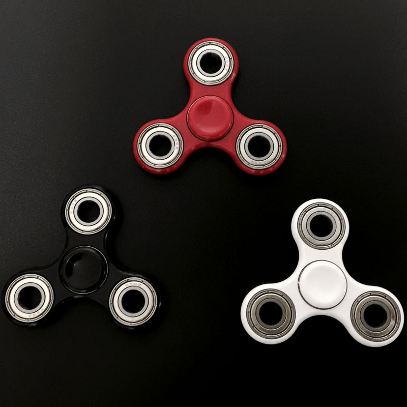 White-Black-Tri-Spinner-Fidget-Toy-Plastic-EDC-Hand-Spinner-For-Autism-and-ADHD
