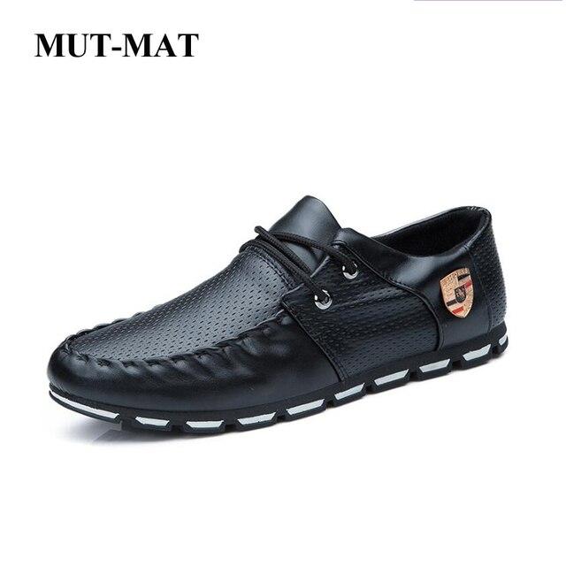 Primavera nuevo estilo hombres zapatos casuales con decoración de Metal hombres mocasines transpirables zapatos de cuero Artificial hombres pisos zapatos de conducción