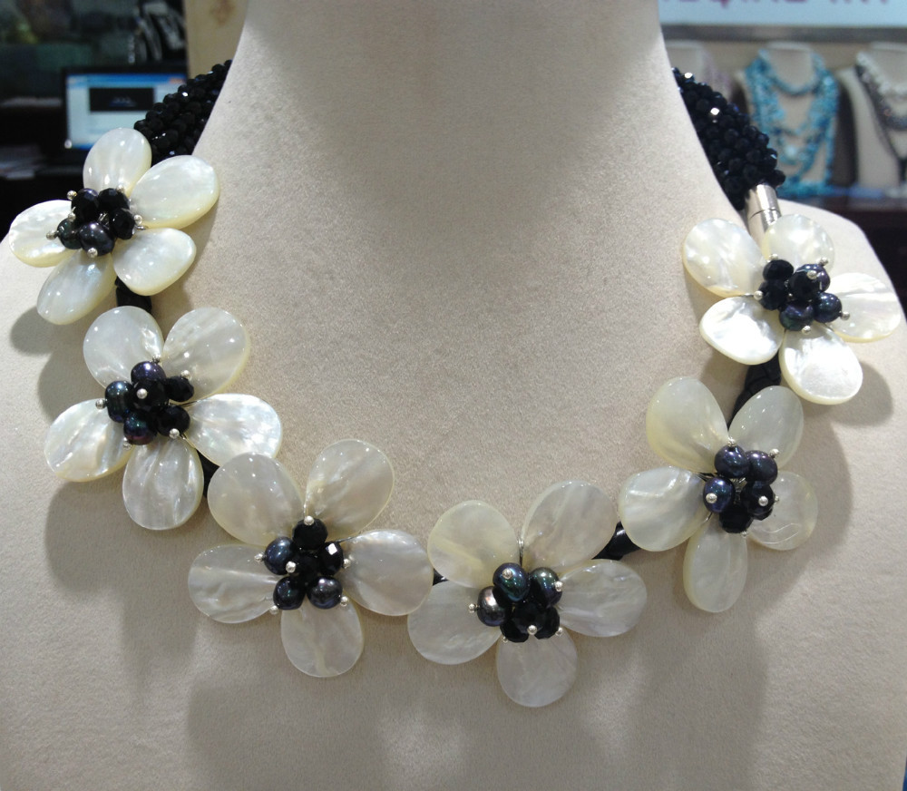 Free Shipping Natural Sea Shell Flowers Chocker Necklace Craft Flower With Black Crystal Women Jewelry Seashell flowers