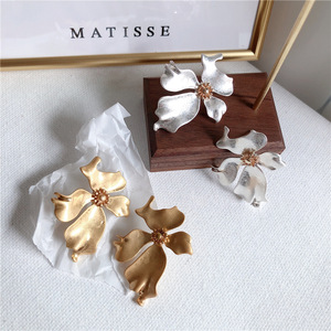 2019 New Style Metal Gold Color Flower Stud Earrings Fashion Elegant Jewelry For Women Mujer Moda Boucle D'oreille