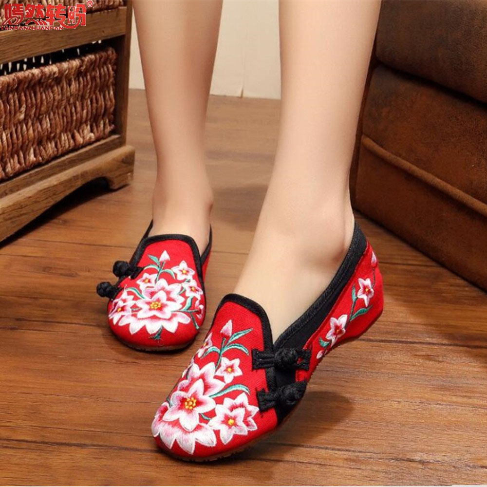 Lily Embroidery Women Loafers Shoes Chinese Style Old Peking Mary Janes Button Strap Casual Flats Plus 41 Dance Cloth Shoes peacock embroidery women shoes old peking mary jane flat heel denim flats soft sole women dance casual shoes height increase