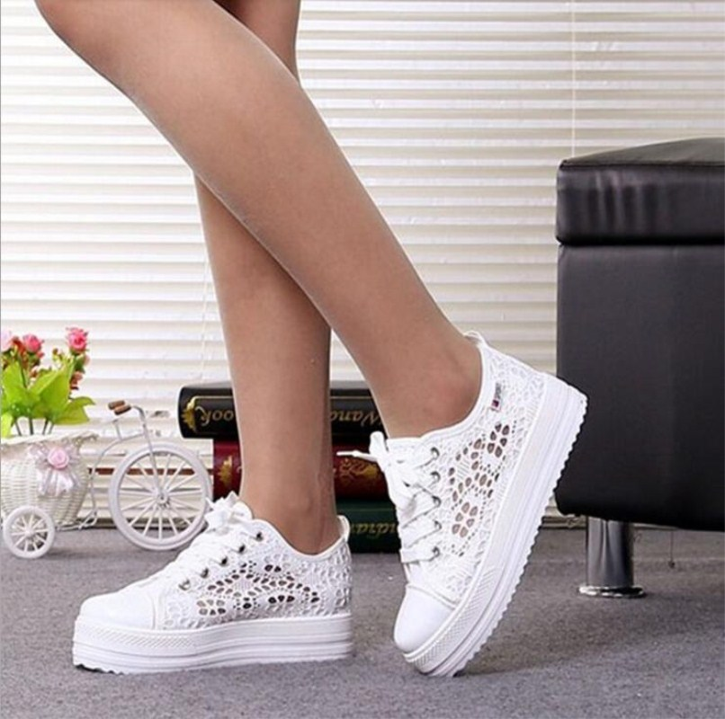 2017 New Lace Canvas Shoes Woman Casual Shoes Hollow Floral Print Breathable Platform Women Shoes lining splicing floral print casual wide hem organza midi skirt for women