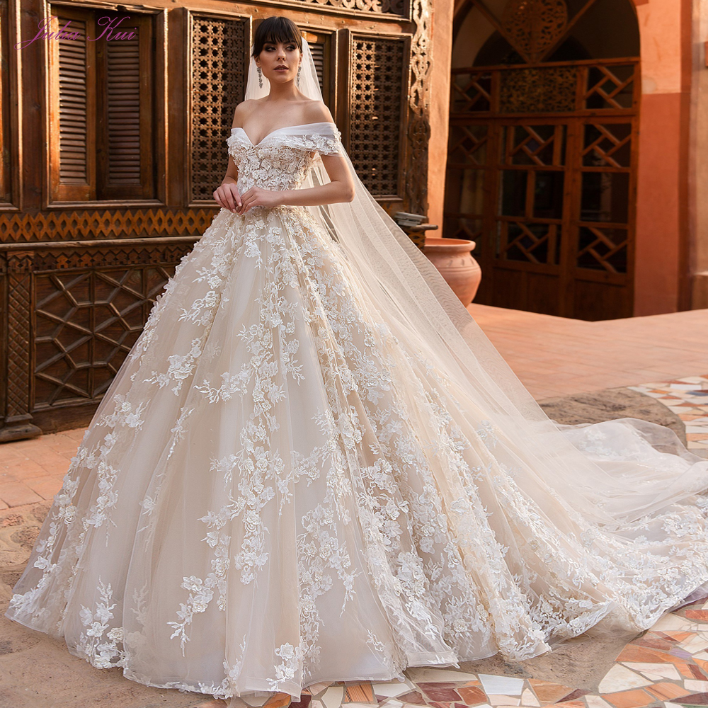 Julia Kui Vintage Princess Strapless Ball Gown Wedding Dresses With Chapel Train Off The Shoulder Gown Sending Veil Gift
