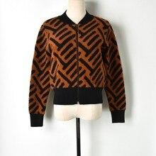 La pista de Diseño a rayas de las mujeres chaqueta de suéter grueso abrigo 2018  nuevo invierno de la Chaqueta de punto Vintage m. 3a1f7c15a717c