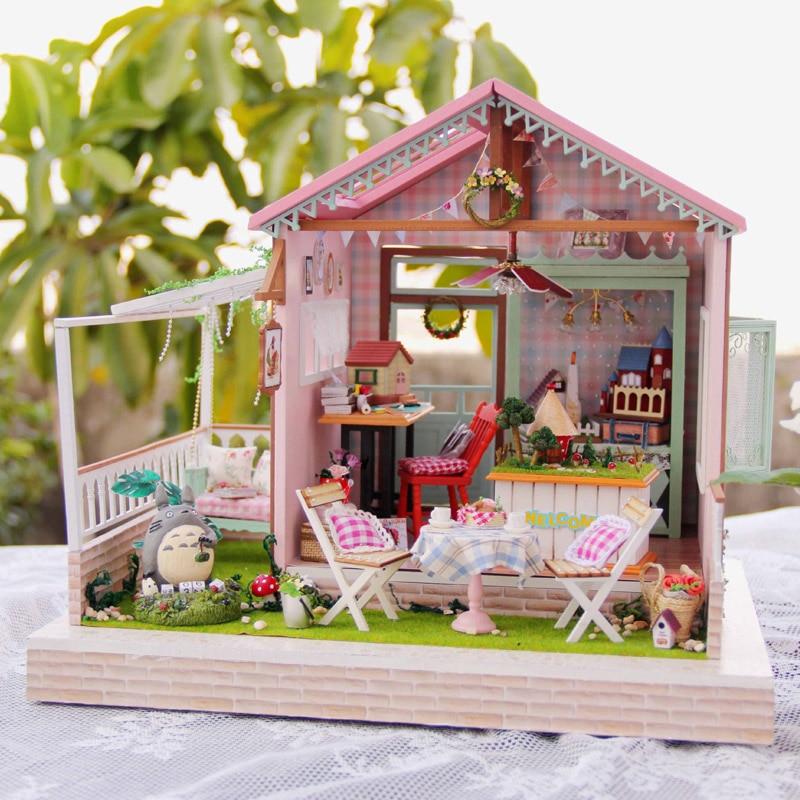 Casas de Boneca de Decoração para casa Artesanato DIY Casa de Bonecas De Madeira Em Miniatura de Móveis casa de bonecas DIY Kit Quarto Luzes LED Presente A-022
