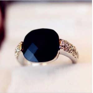 $10 (ผสมตามลำดับ)จัดส่งฟรีสีชมพูราชินีสแควร์เทียมสีดำนิลแหวนนิ้วคริสตัลแฟลชเจาะย้อนยุคบุคลิกภาพ