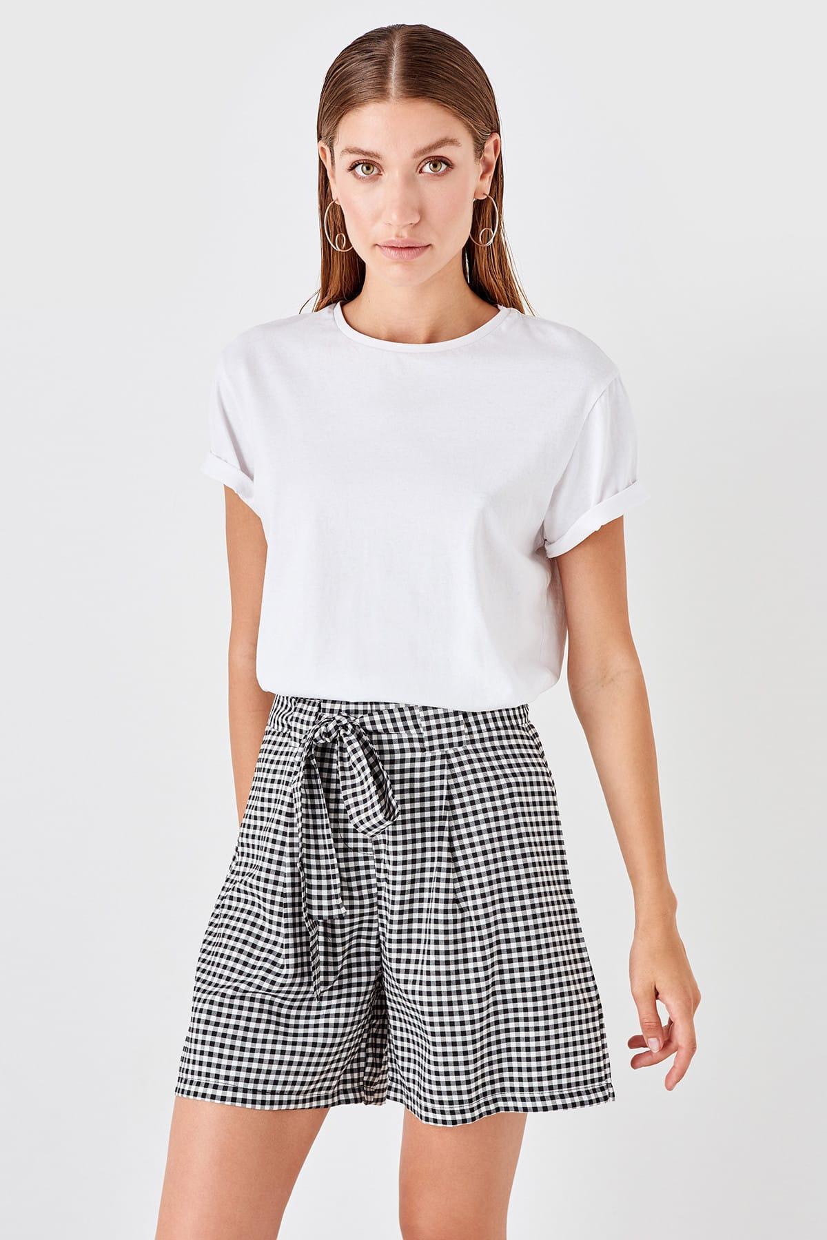 Trendyol Black Lacing Detaylı Shorts TWOSS19SR0045