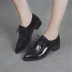 Image 3 - الحذاء الأوروبي الإناث الربيع الخريف 2018 جديد نمط يأخذ على بريت الأحذية الصغيرة أحذية سميكة و حذاء واحد وأشار الاجتماعية