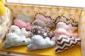 Nuvens bonito Forma Almofada de Algodão Travesseiro Moda Bebê Crianças Decoração Criativa de Pelúcia Almofadas De Cama Do Bebê
