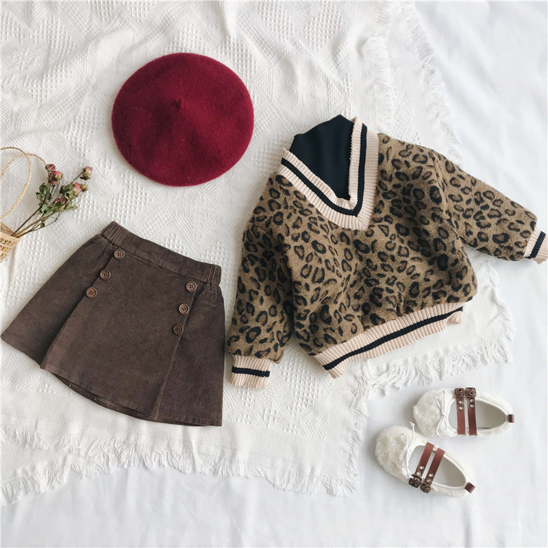 Image 3 - 2018 Winter New Arrival Korean Version cotton V collar fake Two Leopard printed plushed and thickened hoodie for fashion girls-in Hoodies & Sweatshirts from Mother & Kids