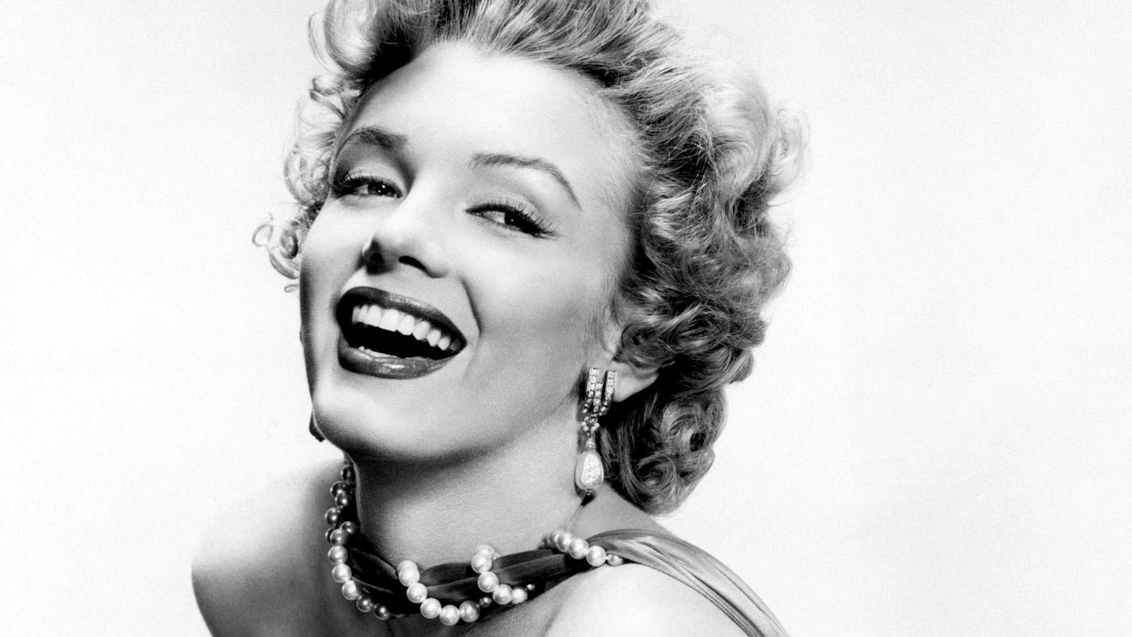 ᗕChicas Sexy Marilyn Monroe Marilyn Monroe Laugh blanco y negro ...