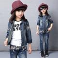 Весна осень Стиль Девушки цветка детская одежда набор Джинсовый жакет + Жан пант 2 шт. набор Для Детей носить 2 4 6 8 10 12 год