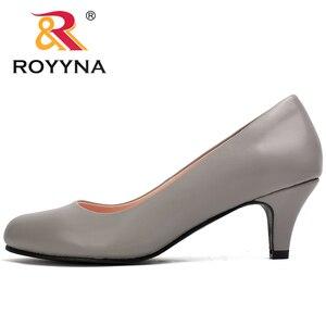 Image 4 - Royyna sapato feminino tamanho grande, sapato feminino estilo nova moda primavera e outono de tamanho grande, sexy, dedo do pé redondo, cores macio e colorido, frete grátis