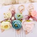 Camelia Rosas Flecos Bolsa de Perlas Colgante Del Coche Llavero Bolsa Encanto de La Flor Adornos Regalos Creativos Llavero Llavero Hebilla F52