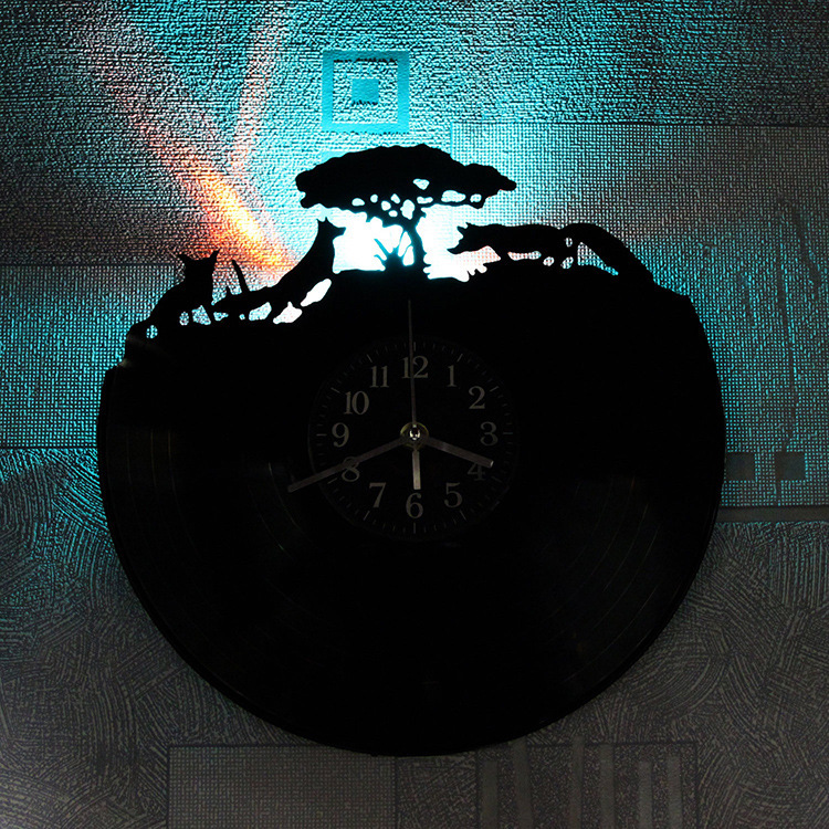 2019 limitée dans Le Temps Transporté D'urgence Grand horloge murale Livraison Gratuite Forêt Quand Le Renard Support led Lumières Décoration Vinyle horloge murale
