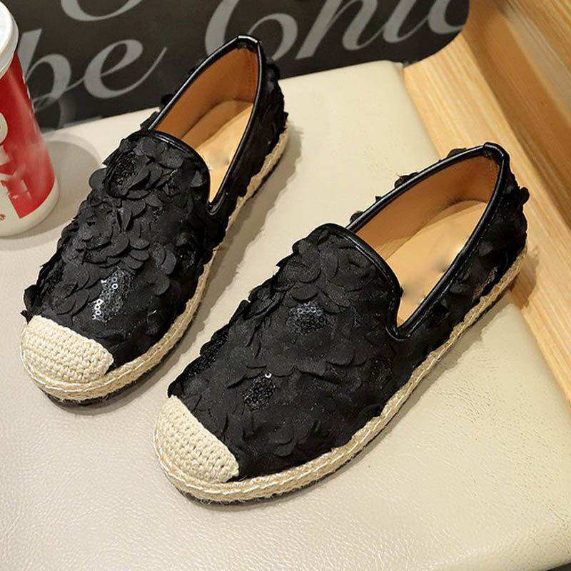 HEE GRAND 2019 New Spring Autumn Solid Round Toe Women Flat Shoes Fashion Slip-On Appliques Ladies Flats Size 35-40 XWD7457HEE GRAND 2019 New Spring Autumn Solid Round Toe Women Flat Shoes Fashion Slip-On Appliques Ladies Flats Size 35-40 XWD7457