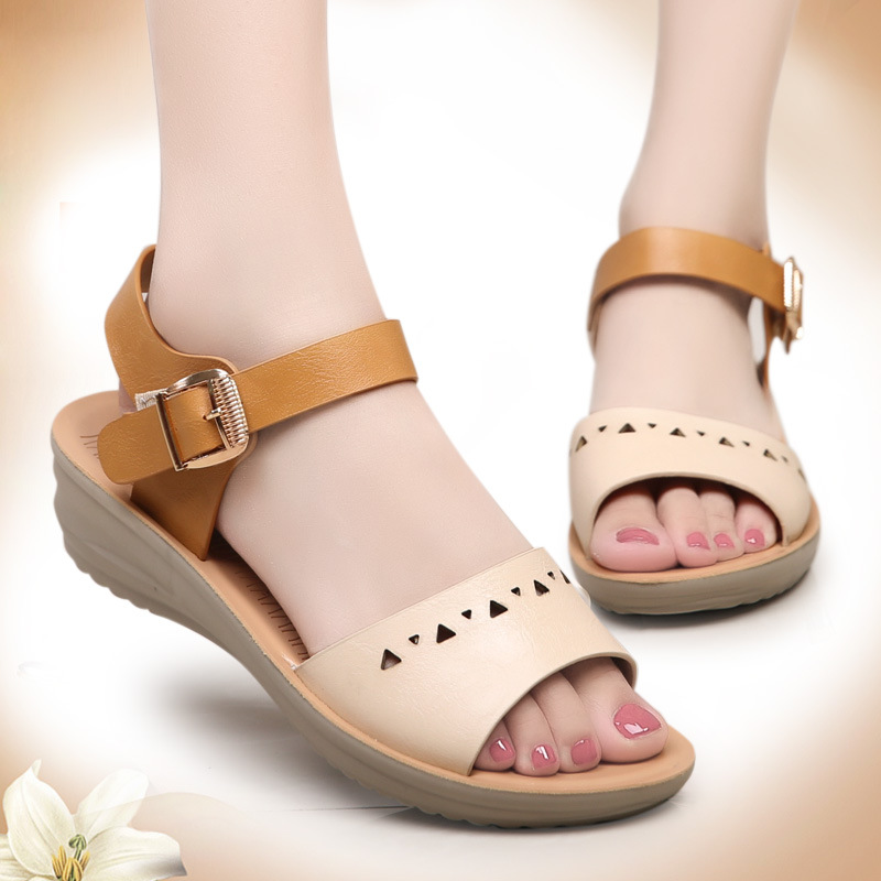2016 summer new fashion ladies leather flat sandals comfortable breathable casual open toed sandals mom big